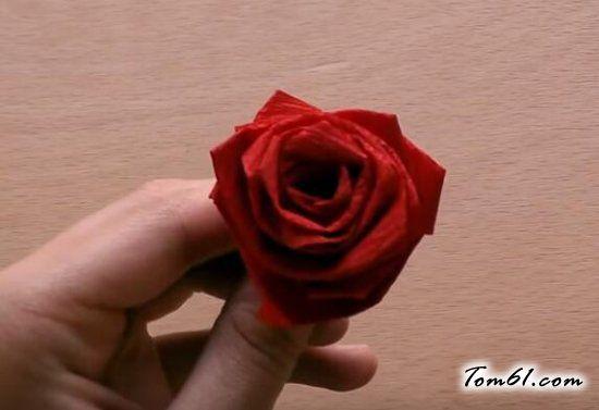纸条玫瑰花的折纸方法教程-纸条玫瑰